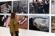 Výstava Světové události Jana Šibíka. Soubor obsahuje 80 velkoformátových fotografií pořízených za posledních 25 let. České centrum Praha.