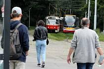 Tramvajová zastávka s aktuálním názvem Výstaviště. Podle jednoho řidiče tramvaje se zastávka kde je i konečná s točnou mohla jmenovat Stromovka.