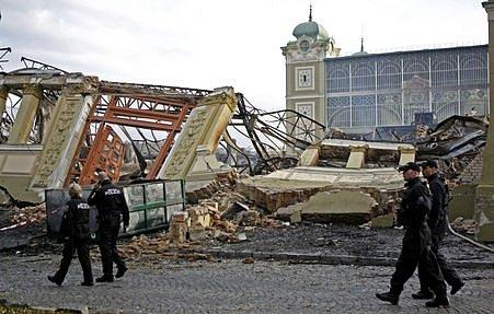 Požár průmyslového paláce v Praze