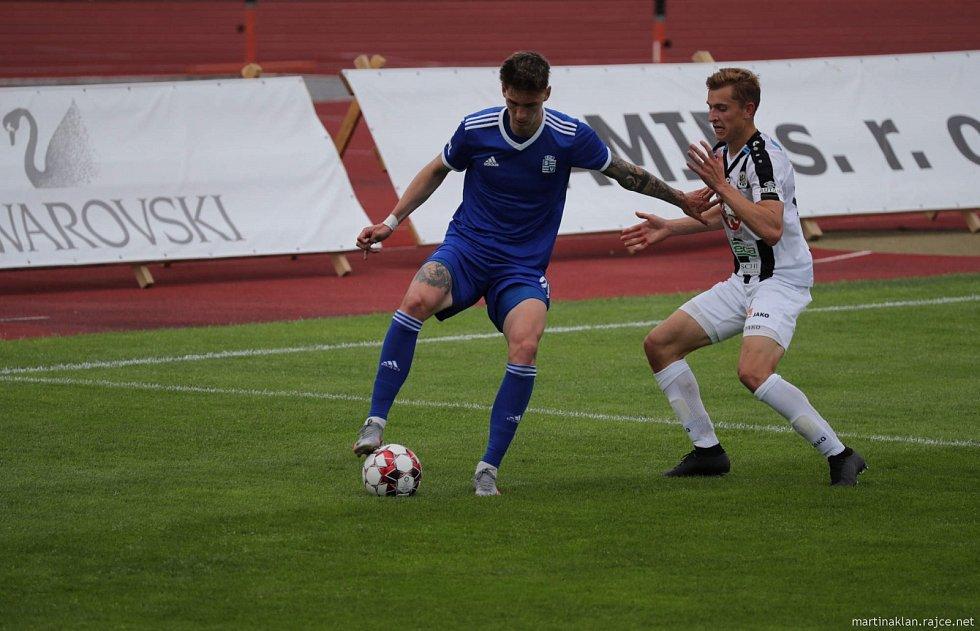 Fotbalista Tomáš Čvančara (v modrém).