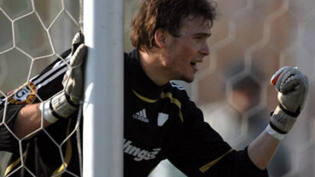 MLADÍK NA ČEKANÉ. Jakub Diviš, druhý náhradní brankář Slavie, si pravděpodobně odbude premiéru v Poháru UEFA na Ajaxu.