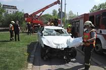 V Perucké ulici skončilo auto v Botiči.