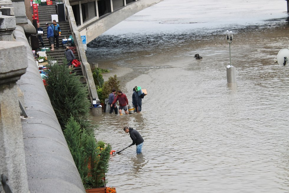 Prahu sužují povodně