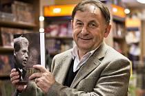 Překladatel a publicista Michael Žantovský vyměnil diplomacii za Knihovnu Václava Havla v Praze.