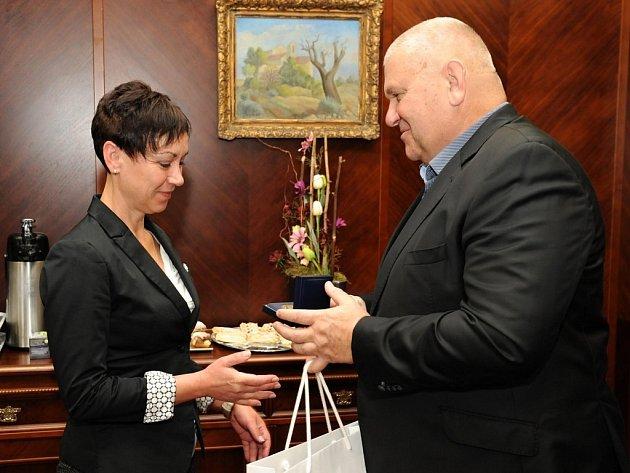 Dispečerka Radomíra Míčková získala ocenění za pomoc při záchraně tenisového hráče.
