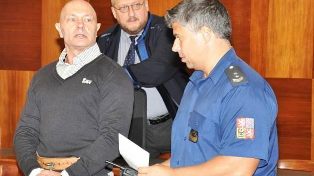 Za vraždu pražského advokáta si majitel bezpečnostní agentury Petr Štalzer s konečnou platností odpyká 16 let ve vězení. Jeho dovolání odmítl Nejvyšší soud.
