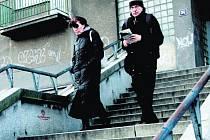 Statik hrozí uzavřením průchodu a schodiště, pokud se neopraví.