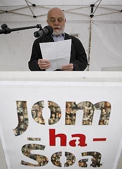 Veřejné čtení jmen obětí holokaustu.
