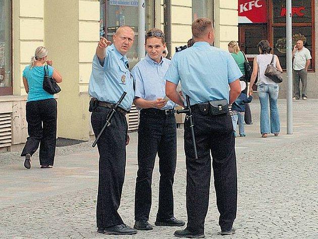 V ULICÍCH JE POTKÁME ČASTĚJI. Alespoň v době vrcholící turistické sezony, kdy je Praha cílem statisíců domácích i zahraničních turistů.