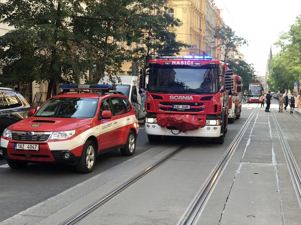 Hasiči zasahovali u požáru v bytě v Korunní ulici.
