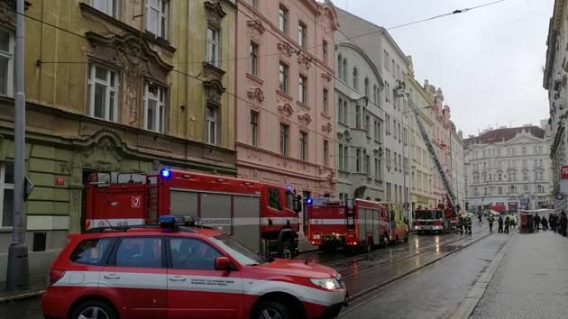 Žena se zabarikádovala ve svém bytě na Praze 4.