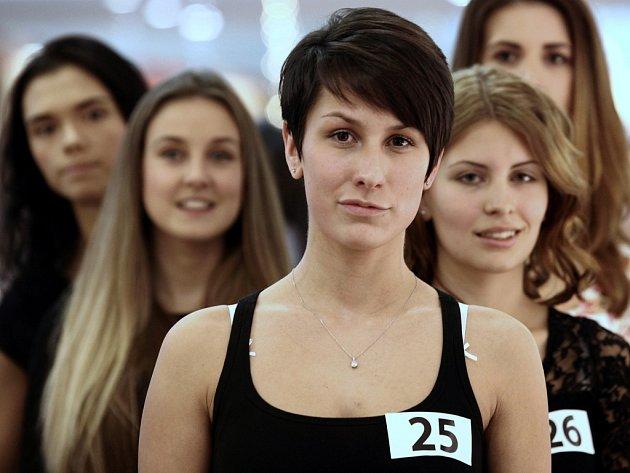 První z castingů 11. ročníku České Miss 2015 v OC Chodov 24. listopadu.