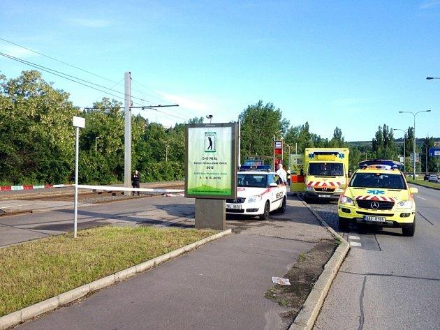 Tramvaj v Praze 4 dnes ráno srazila a velmi těžce zranila šedesátiletého chodce.