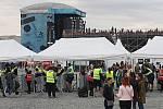 Atmosféra kolem areálu v pražských Letňanech, kde vystoupil britský hudebník Ed Sheeran.