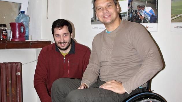 """""""Nejde o to, aby lidé, se kterými se potkáváme při projektech Cesty za snem, vyhrávali medaile. Naším cílem je, aby se vrátili do běžného života, abychom jim ukázali, že jsou potřební,"""" říká vozíčkář Heřman Volf. Ve sdružení mu v tom pomáhá Tomáš Pchálek."""