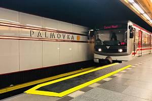 V pražském metru na lince B přibyly nájezdové rampy pro vozíčkáře či matky s kočárky.
