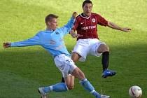 Předposlední přípravný zápas Sparty Praha přinesl spíše boj ve středu pole.