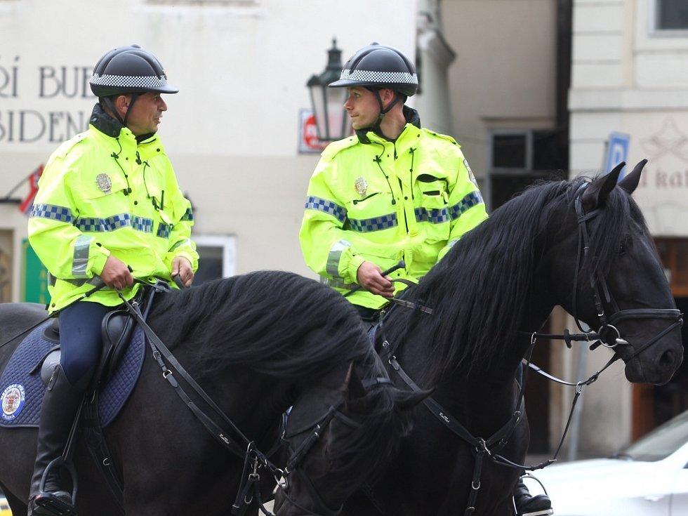 Pražští strážníci na koních. Ilustrační foto.