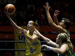 VENDETA. Kateřina Elhotová proskočila obranou Brna, ale nakonec se radovaly hráčky hostí.