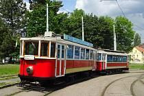 Válečná tramvaj vyjela do ulic Prahy den před 77. výročím atentátu na Heydricha.