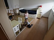 Rodiče často chtějí být hospitalizovanému dítěti nablízku i se zdravými sourozenci - byt, který Klíček pro rodiče už několik let najímá v pražských Hodkovičkách, však může potřebné zázemí nabídnout vždy jen jedné rodině, což současné poptávce nestačí.