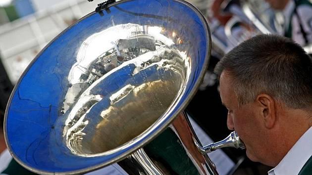 Přehlídka dechových souborů se o tomto víkendu koná v rámci 10. mistrovství Evropy dechovek v areálu Křižíkovy fontány na Výstavišti.