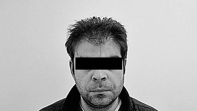 """SPADLA KLEC. Zadržený muž, podezřelý z nedovolené distribuce aprodeje drog, neměl u sebe jen """"psaníčka"""" s heroinem."""