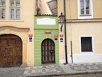 Nejmenší dům v Praze měří 2,25 metru. Dříve fungoval jako nevěstinec