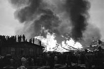 Požár – Nedlouho po osvobození v roce 1945 zachvátil Hostivařské ateliéry požár. Dobový tisk, především Rudé právo, tvrdil, že jde o sabotáž, protože filmové ateliéry byly tou dobou již znárodněny.