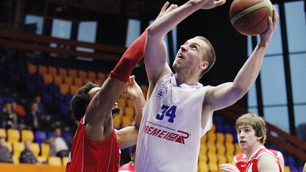 Basketbalisté USK přehráli Chomutov 86:74.