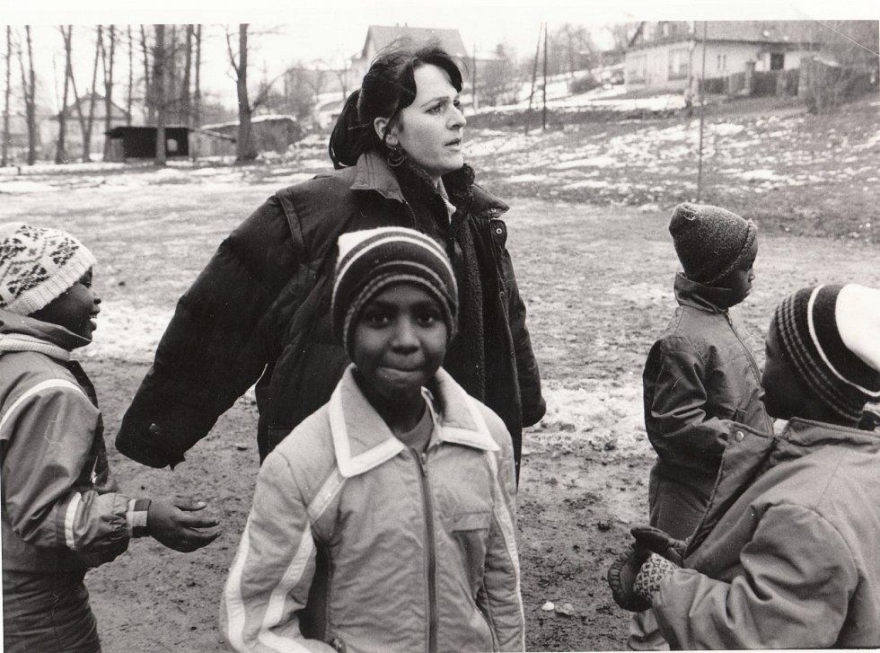 Namibijské děti na vycházce s vychovatelkou Ivanou Žárskou, Bartošovice.