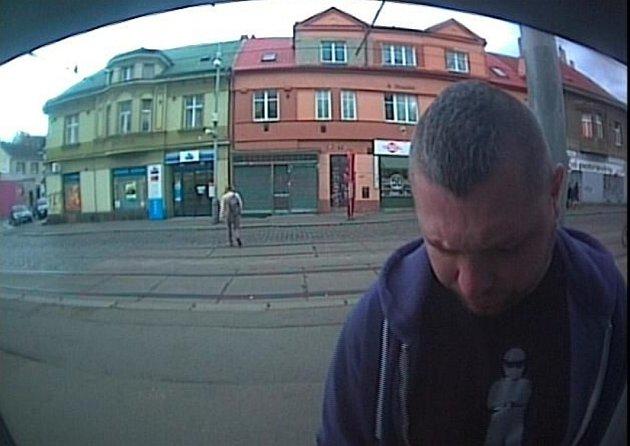 Muž podezřelý ze zatajení věci.