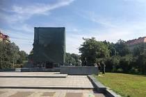 Praha 6 nechala zakrýt kontroverzní sochu maršála Koněva.