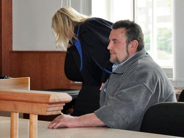 Muž byl obžaloby zproštěn. Podle odvolacího senátu se pouze se bránil
