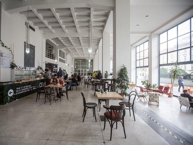 Café Jedna.
