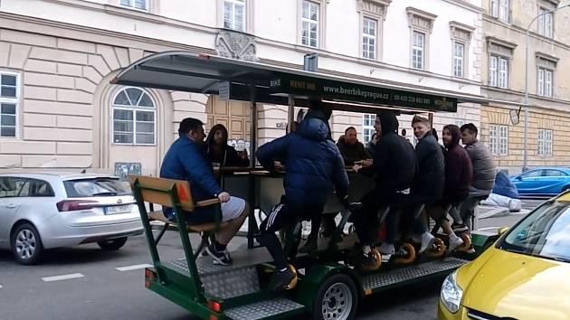 Pivní kolo v karlínské Křižíkově ulici.