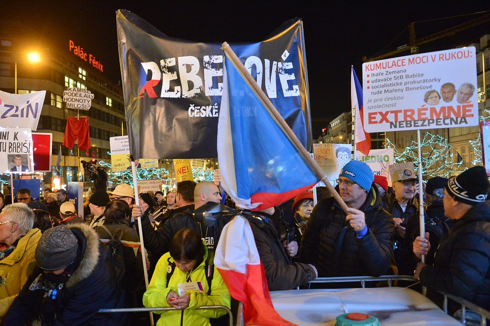 Demonstrace za odstoupení Andreje Babiše na Václavském náměstí v Praze - 10. prosince 2019