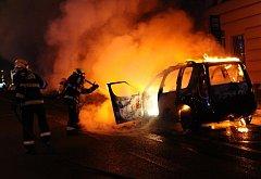 Požár automobilu u Hlavního nádraží.