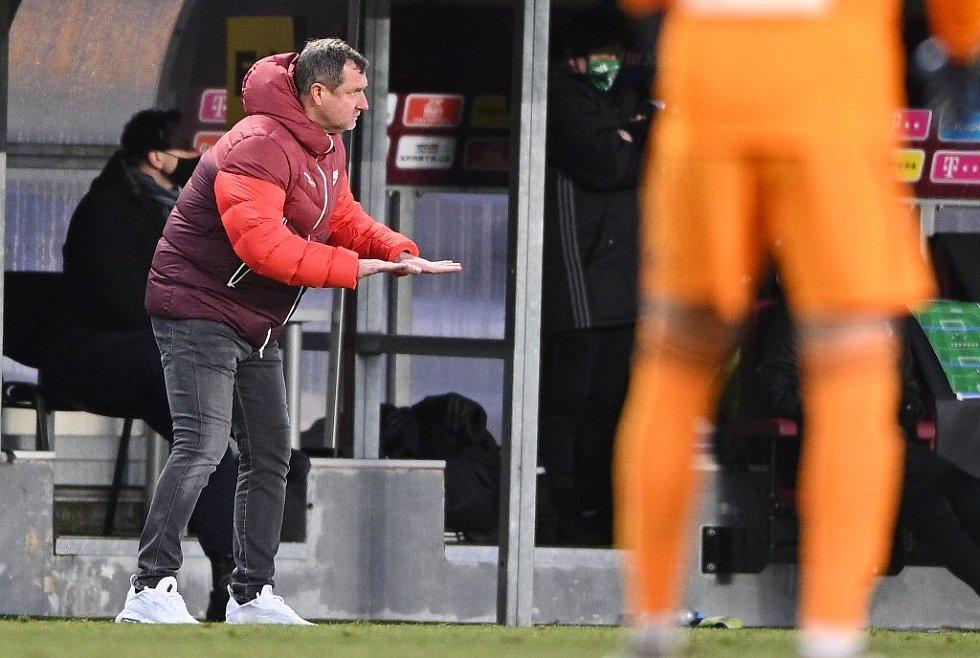 Trenér Sparty Pavel Vrba se poprvé představil na domácím stadionu. Jeho tým porazil Karvinou 4:3.