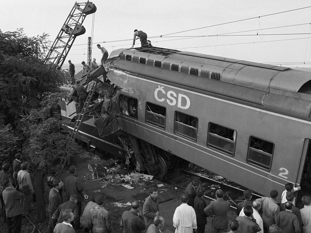Tragická událost. 21. září 1965 narazil do osobního vlaku stojícího na zastávce Praha Hloubětín nákladní vlak jedoucí plnou rychlostí, který předtím projel na červenou. Z trosek vlaku bylo vytaženo 14 mrtvých a dalších 66 zraněných lidí.