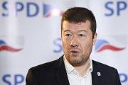 Tomio Okamura (SPD) komentuje ve volebním štábu výsledky komunálních a senátních voleb.