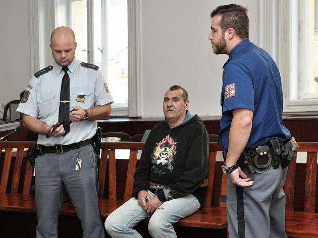 Čtvrt století by měl podle verdiktu pražského městského soudu přemýšlet za mřížemi 49letý recidivista ze Slovenska Michal Nagy o dvou vraždách, které v březnu roku 2015 spáchal na Proseku.