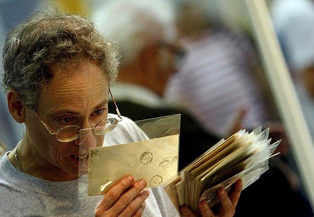 Na pražském výstavišti v Letňanech začal 13. mezinárodní veletrh poštovních známek, mincí, pohlednic, telefonních karet, minerálů a sběratelství Sběratel.