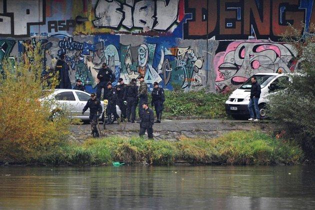 U Vltavy policisté nacházejí části lidského těla