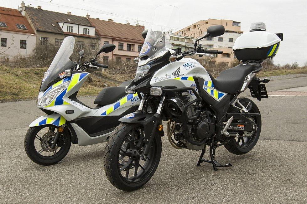 Pražští strážníci dostali nové motocykly.