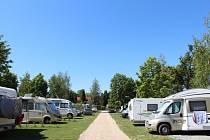Camping Sokol Praha v Dolních Počernicích.