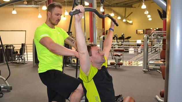 Středočeský krajský šéfredaktor Deníku Jiří Macek cvičil pod dohledem Lukáše Kverky, manažera fitness centra v Aquapalace Praha v Čestlicích.