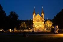 Nasvícené památky. Kostel svatého Cyrila a Metoděje v Karlíně.