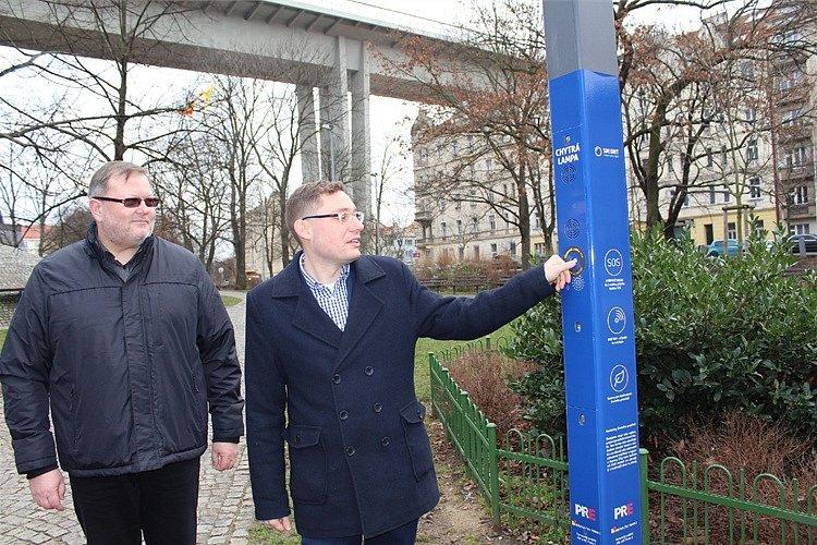Praha 2 ve Folimance nainstalovala chytrou lampu