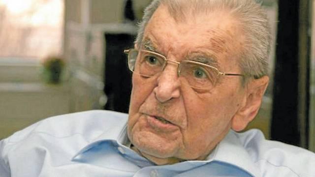 Za svou činnost si Jaromír Klika vysloužil řadu ocenění, mimo jiné také Československý válečný kříž.